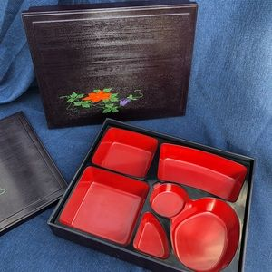 Bento Boxes: set of 2 with 4 ceramic spoons
